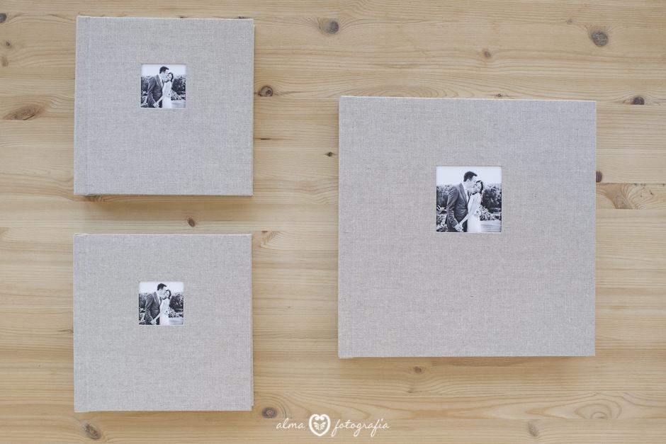 Alma Fotografia Madrid Album de boda cuadrado lino beige y dos albumes de padres
