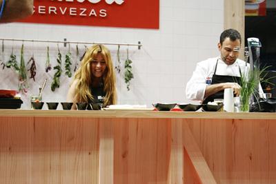 Elaborando la tapa inspirada en mi foto con el chef Dario Barrio.