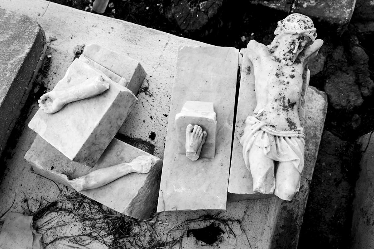 broken goods , about cuban conceptual photography