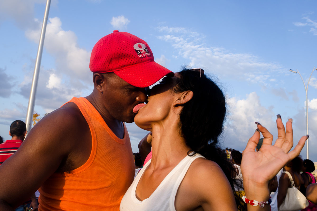 cuban couple kissin with tongue , picture taken in a photography tour of louis alarcon