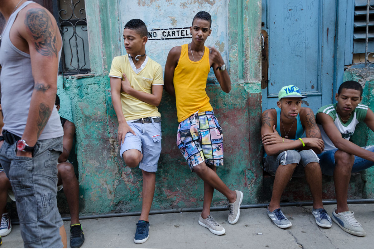 group of cuban teenagers in havana streets by street photographer louis Alarcon