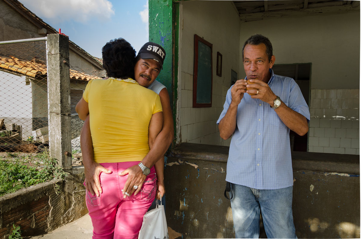 cuban couple and one extra man eating a sandwich, street spicy photography in Cuba