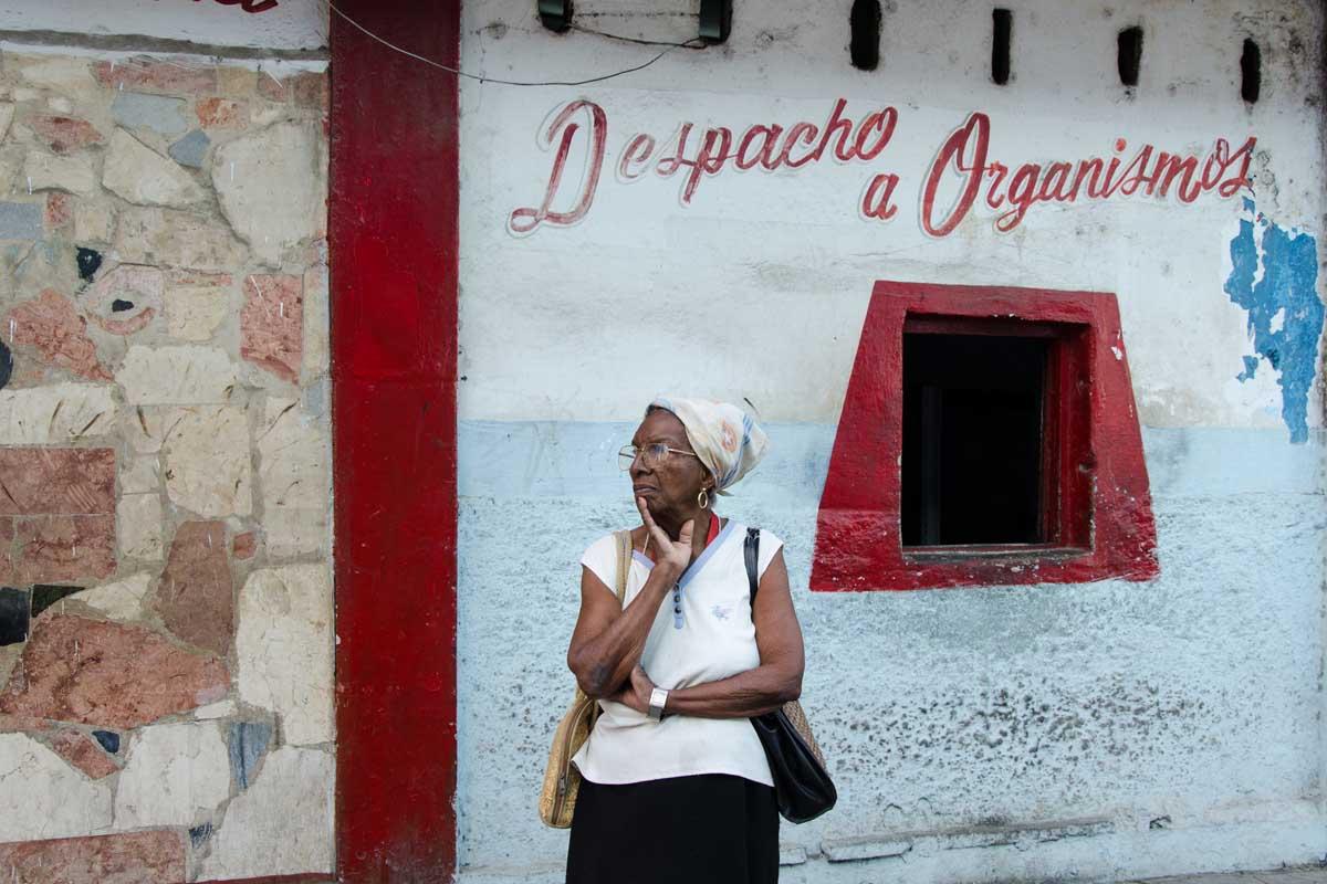 old lady in havana streets,  street photography in havana