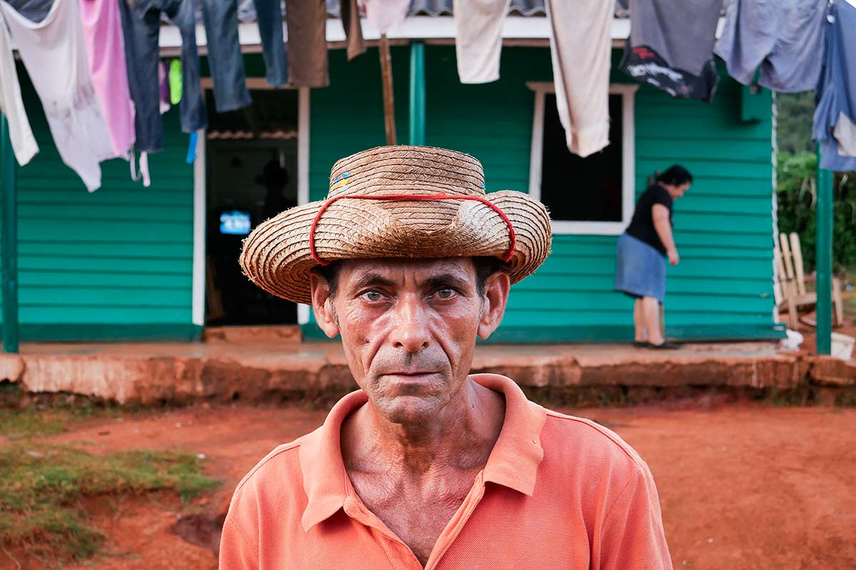 cuban man photo portrait in vinales.jpg