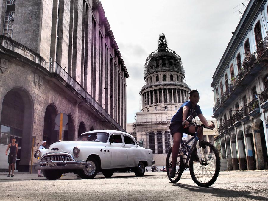 street photography in havana taken in a daily cuban photo tour