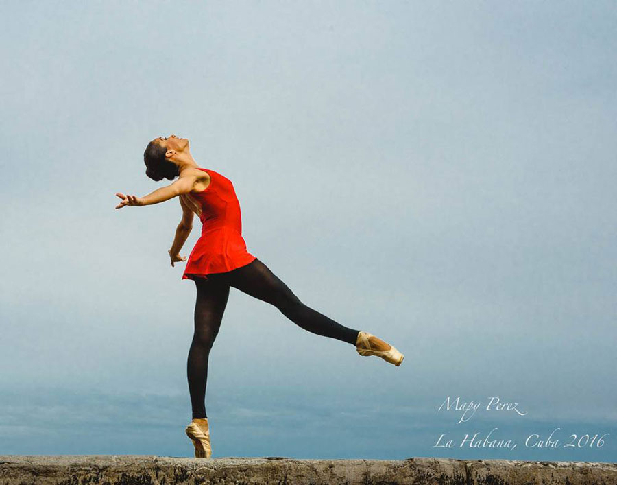 ballet dancers in malecon of havana in my ready session of photography tour dancers