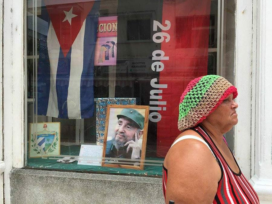 Fidel castro in a picture in havana´s street in louis alarcon photo tours to cuba