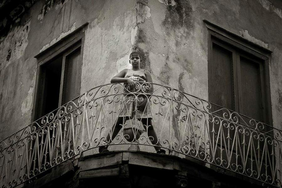 cuban children in a balcony in havana. Fantastic photo tour to cuba in black and white