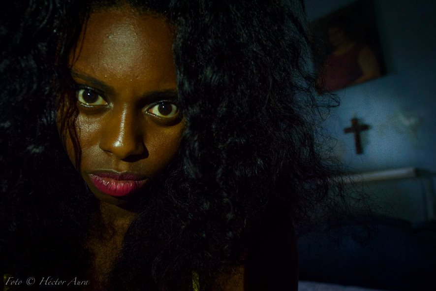 psicological portrait of black cuban woman in a photography tour with louis alarcon