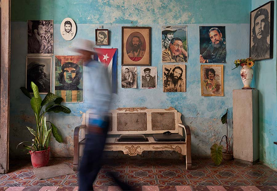 portraits of cuban heroes in my photo tours in havana