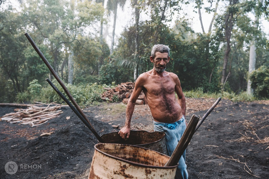 Cuban coalman in the field in my photography tours in cuba