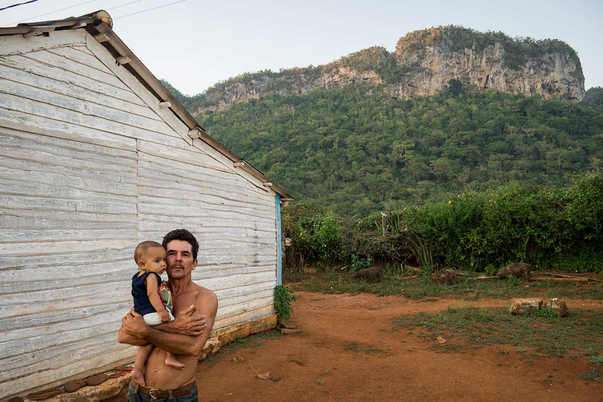 Country side in Cuba, photo of farmer with a child in our photography tours in cuba