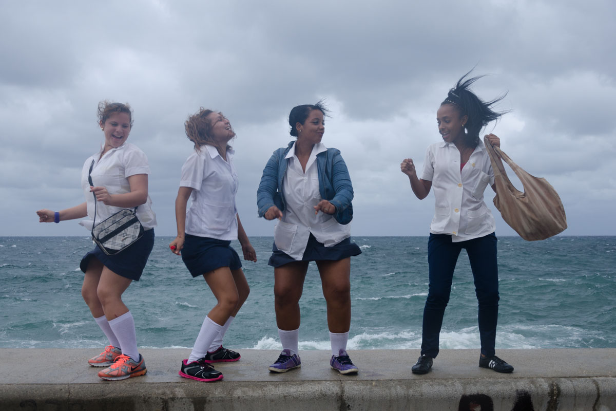 cuban dancers in the malecon