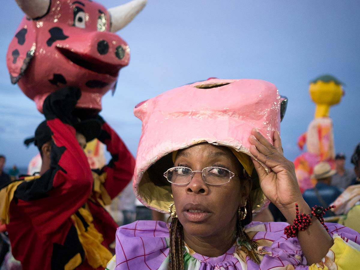 cuban people disguise in carnivals