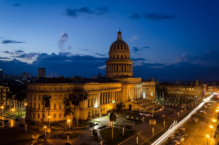 capitol of havana long exposure picture by louis alarcon