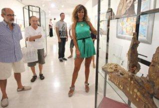 Toni, Antonio y Elisa presentan las joyas en las que trabajó Pepín Pomar. LORENA PORTERO