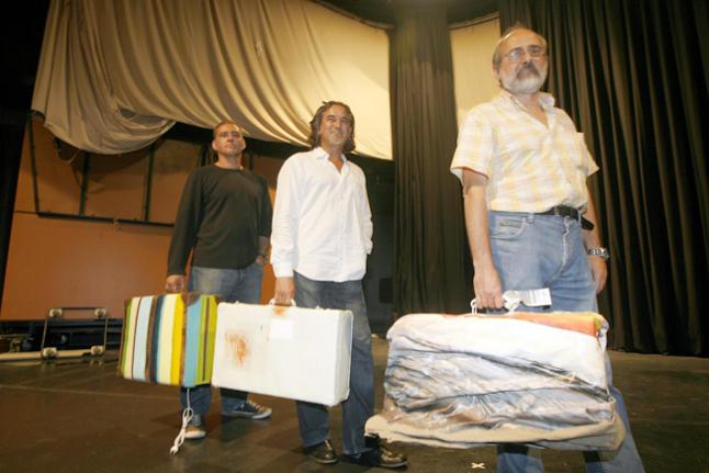 Bonet Vallribera, Paco Romero y Toni Pomar posan con sus maletas. Foto: VICENT MARÍ